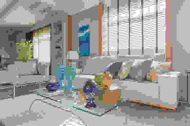 Estofados Cinza por Sgabello Interiores Moderno Algodão Vermelho
