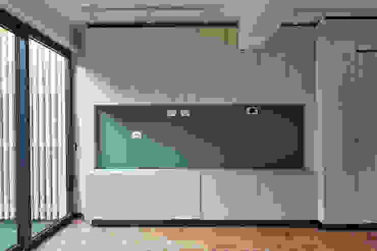 Living Livings de estilo moderno de LEON CAMPINO ARQUITECTURA SPA Moderno