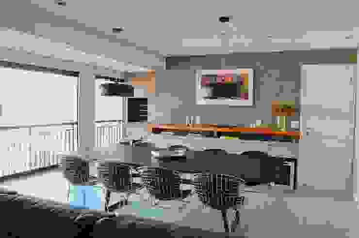 Sala de jantar em apartamento remodelado Casa + Bossa Salas de jantar modernas