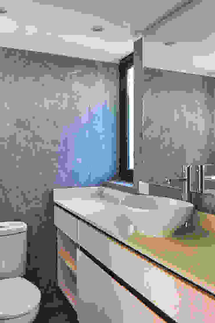 Baño Baños de estilo moderno de LEON CAMPINO ARQUITECTURA SPA Moderno