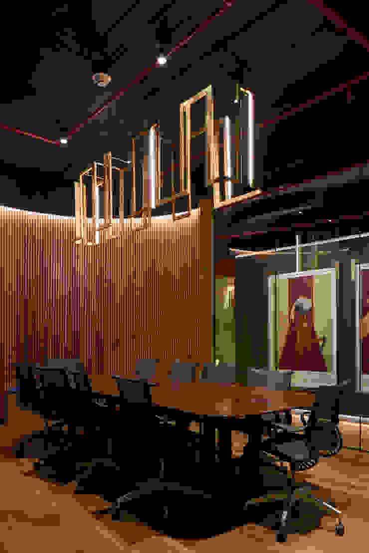 Sala de Reuniones Oficinas y bibliotecas de estilo moderno de LEON CAMPINO ARQUITECTURA SPA Moderno