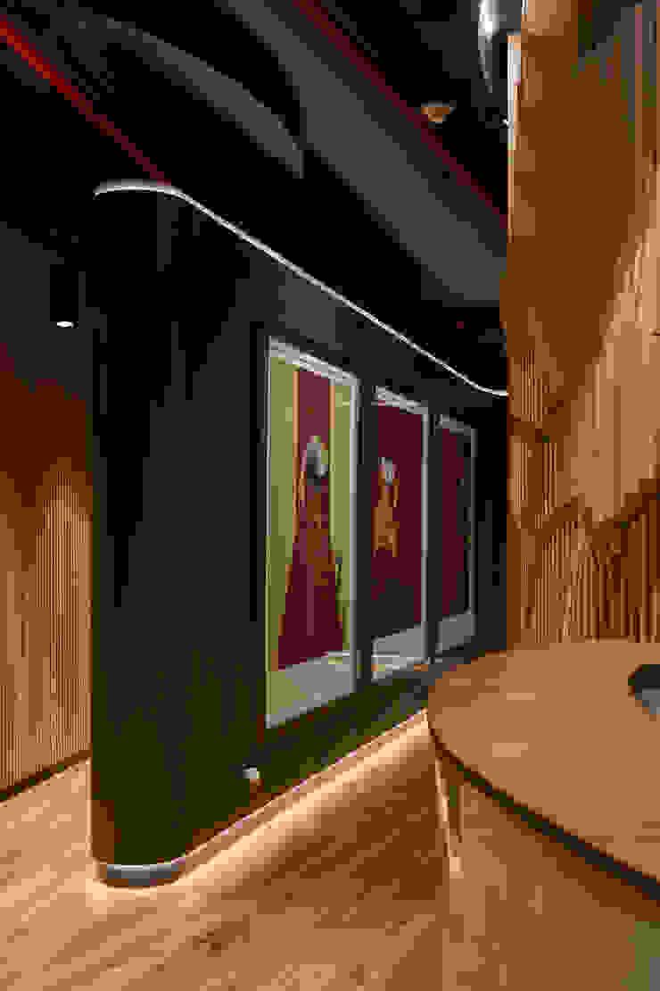 Pasillo Oficinas y bibliotecas de estilo moderno de LEON CAMPINO ARQUITECTURA SPA Moderno