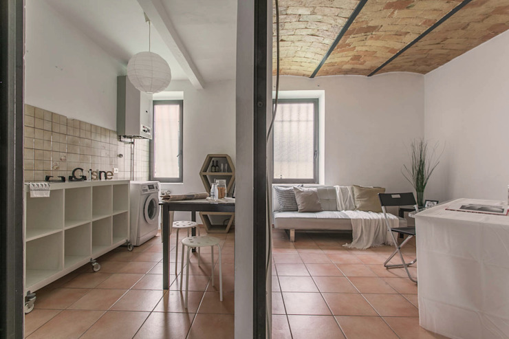 Habitat Home Staging & Photography ทางเดินในสไตล์อุตสาหกรรมห้องโถงและบันได