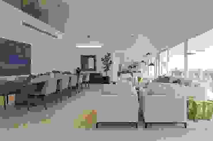 Carlos De La Rosa Modern living room