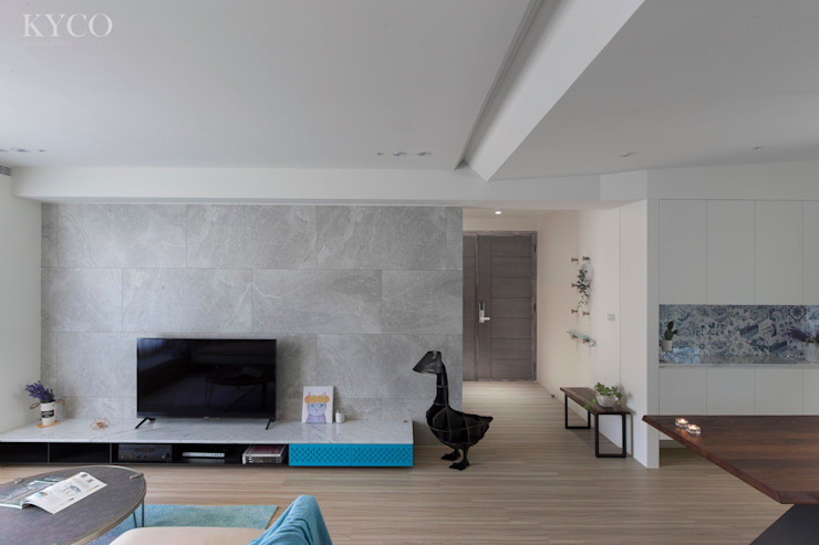 浮光LOFT 现代客厅設計點子、靈感 & 圖片 根據 芮晟設計事務所 現代風 塑木複合材料