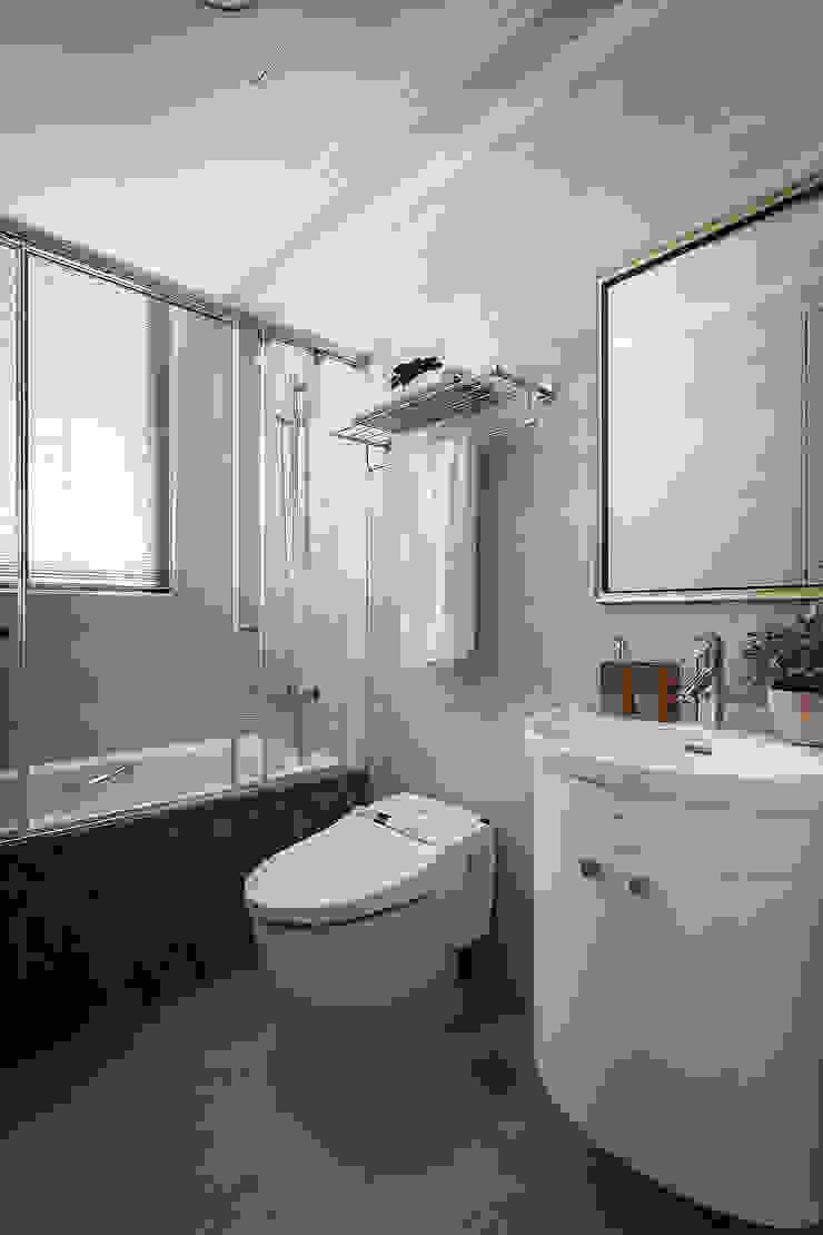 Interior Design – Ko Residence: 極簡主義  by 王子華設計工作室, 簡約風