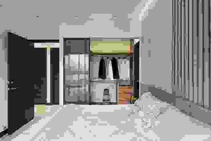 Moderne Ankleidezimmer von 層層室內裝修設計有限公司 Modern