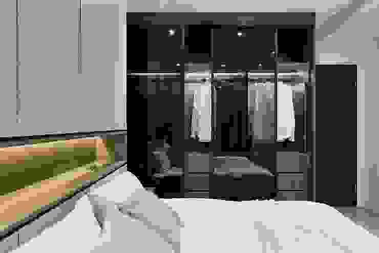 Modern Giyinme Odası 層層室內裝修設計有限公司 Modern