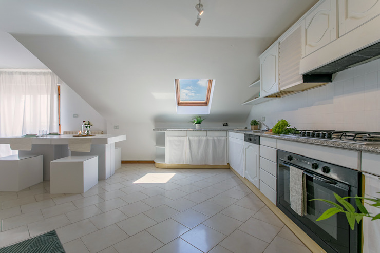 Modern Kitchen by Habitat Home Staging & Photography Modern