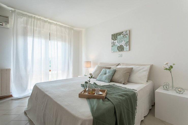 Modern Bedroom by Habitat Home Staging & Photography Modern