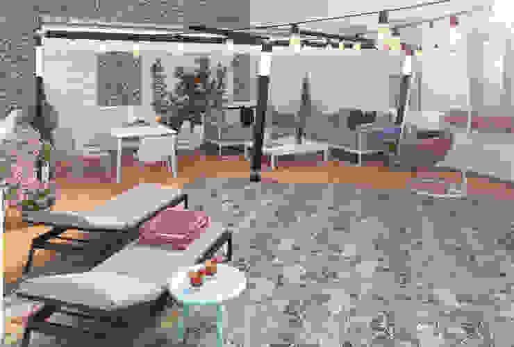 Terraza chillout Balcones y terrazas de estilo moderno de Glancing EYE - Asesoramiento y decoración en diseños 3D Moderno