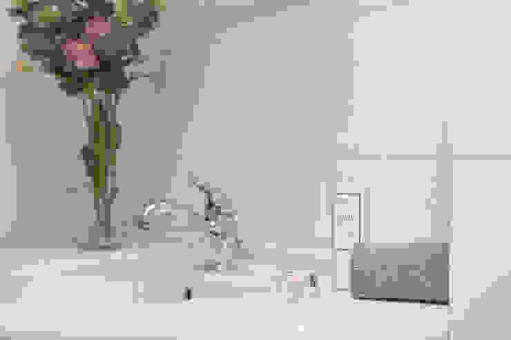 Modern Bathroom by Habitat Home Staging & Photography Modern