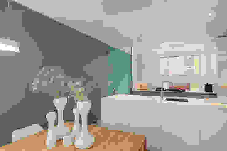 現代廚房設計點子、靈感&圖片 根據 StrandNL architectuur en interieur 現代風
