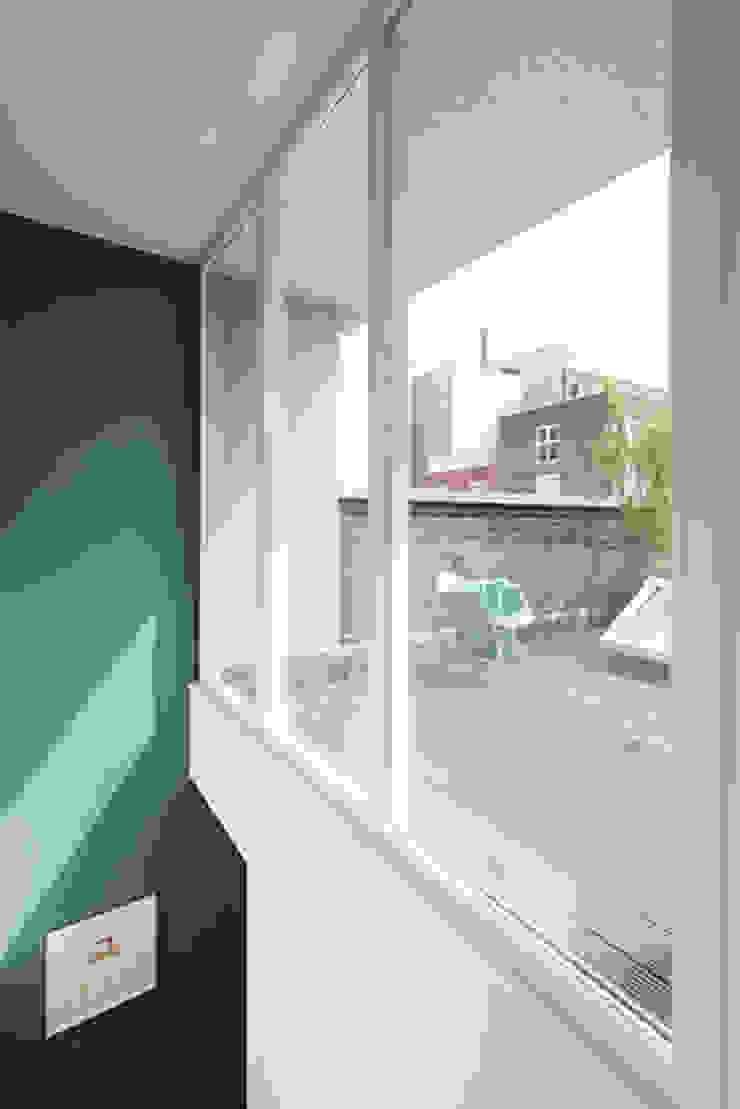 dakterras Moderne balkons, veranda's en terrassen van StrandNL architectuur en interieur Modern