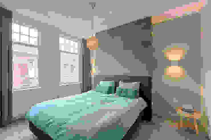 Dormitorios de estilo moderno de StrandNL architectuur en interieur Moderno