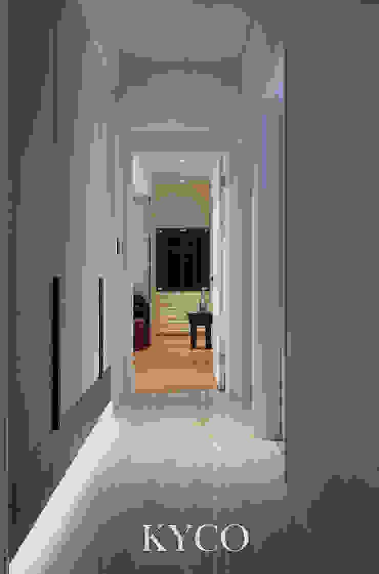 ห้องโถงทางเดินและบันไดสมัยใหม่ โดย 芮晟設計事務所 โมเดิร์น