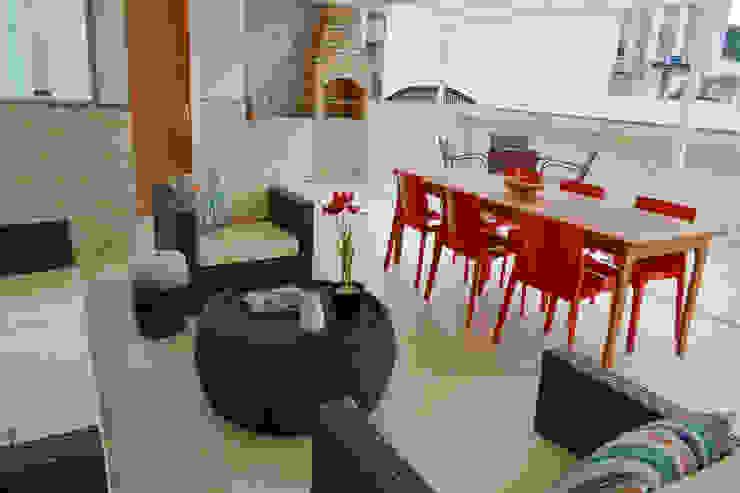 Modern balcony, veranda & terrace by CORES - Arquitetura e Interiores Modern