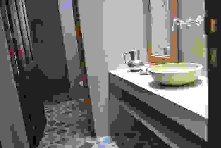 Casa LO Baños rústicos de Gomez Vidaguren Arquitectos Rústico