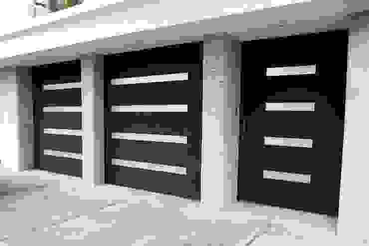 Puertas de estilo  por Herrería Querétaro,