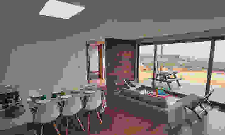 Casa RM Livings de estilo moderno de Moreno Wellmann Arquitectos Moderno