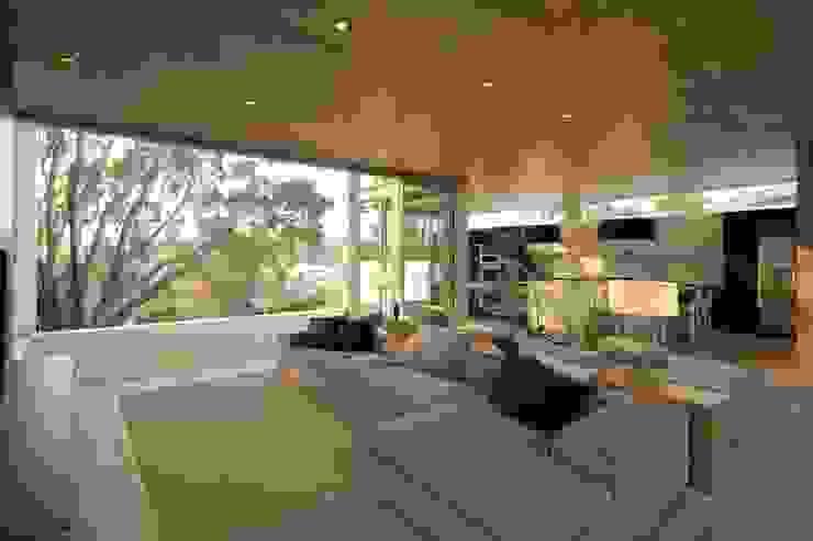 现代客厅設計點子、靈感 & 圖片 根據 Hernandez Silva Arquitectos 現代風