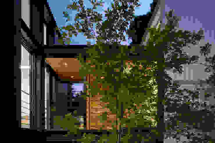 現代風玄關、走廊與階梯 根據 Hernandez Silva Arquitectos 現代風