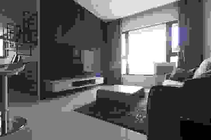 夢想與生活的後盾 现代客厅設計點子、靈感 & 圖片 根據 鈊楹室內裝修設計股份有限公司 現代風