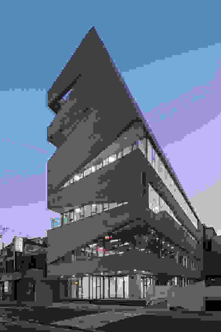 D Office by 건축사사무소 어코드 URCODE ARCHITECTURE 모던