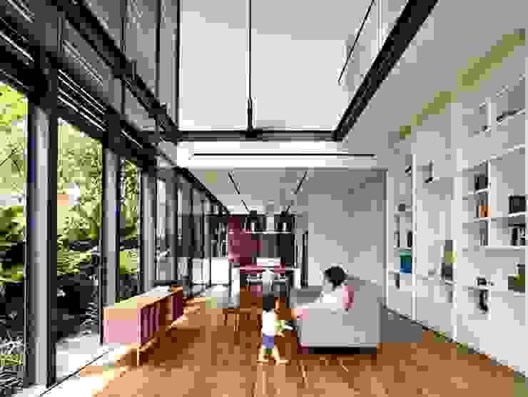 Giải quyết vấn đề thông thoáng cho nhà phố với chất liệu kính bởi Công ty Thiết Kế Xây Dựng Song Phát Châu Á