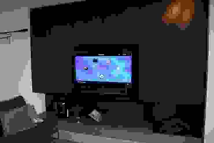 Controlux Domotica Salones de estilo moderno
