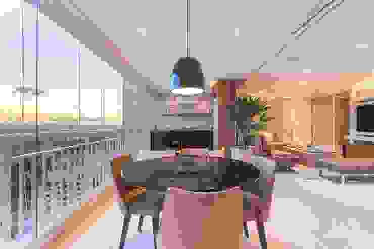 Moderner Balkon, Veranda & Terrasse von Luni Arquitetura Modern