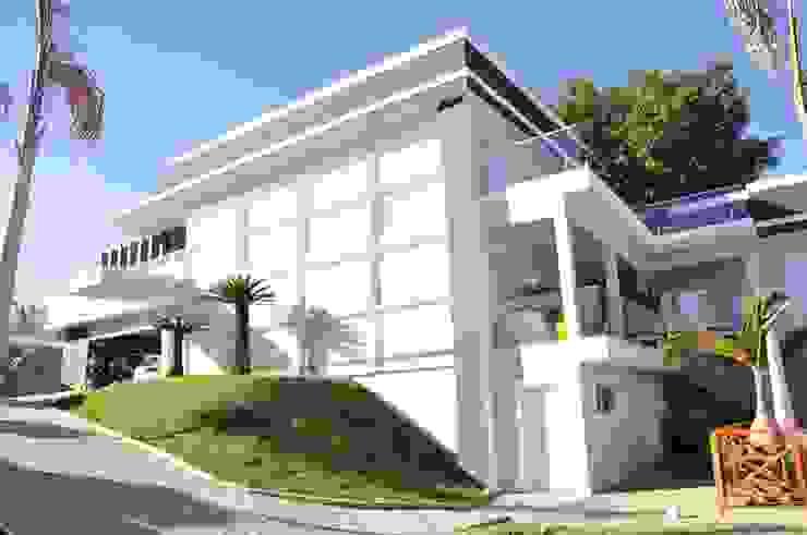 Casa com mais de 1000 metros quadrados de área construida Casas modernas por Andréa Generoso - Arquitetura e Construção Moderno Concreto