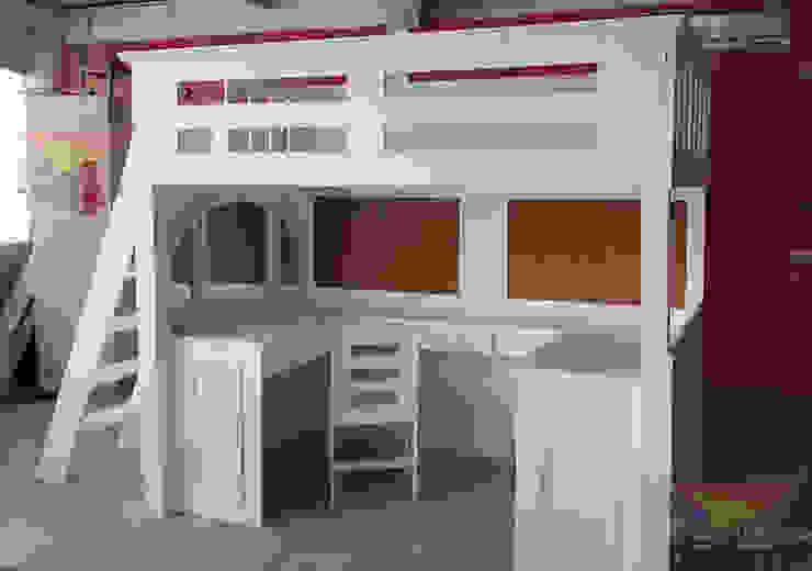 Practica y funcional cama alta de camas y literas infantiles kids world Moderno Derivados de madera Transparente