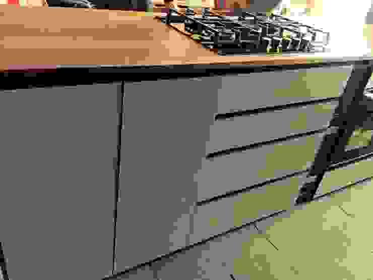 Cocina RD Cocinas de estilo moderno de MMAD studio - arquitectura interiorismo & mobiliario - Moderno