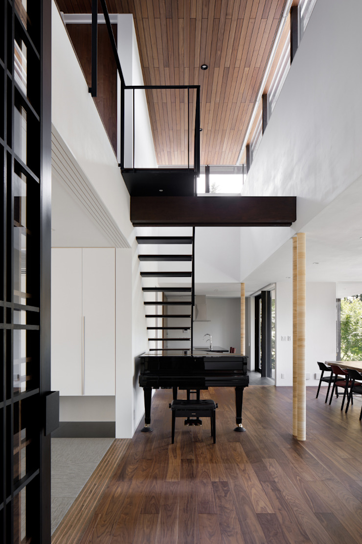 053 i-house in 軽井沢 atelier137 ARCHITECTURAL DESIGN OFFICE 階段 鉄/鋼 黒色