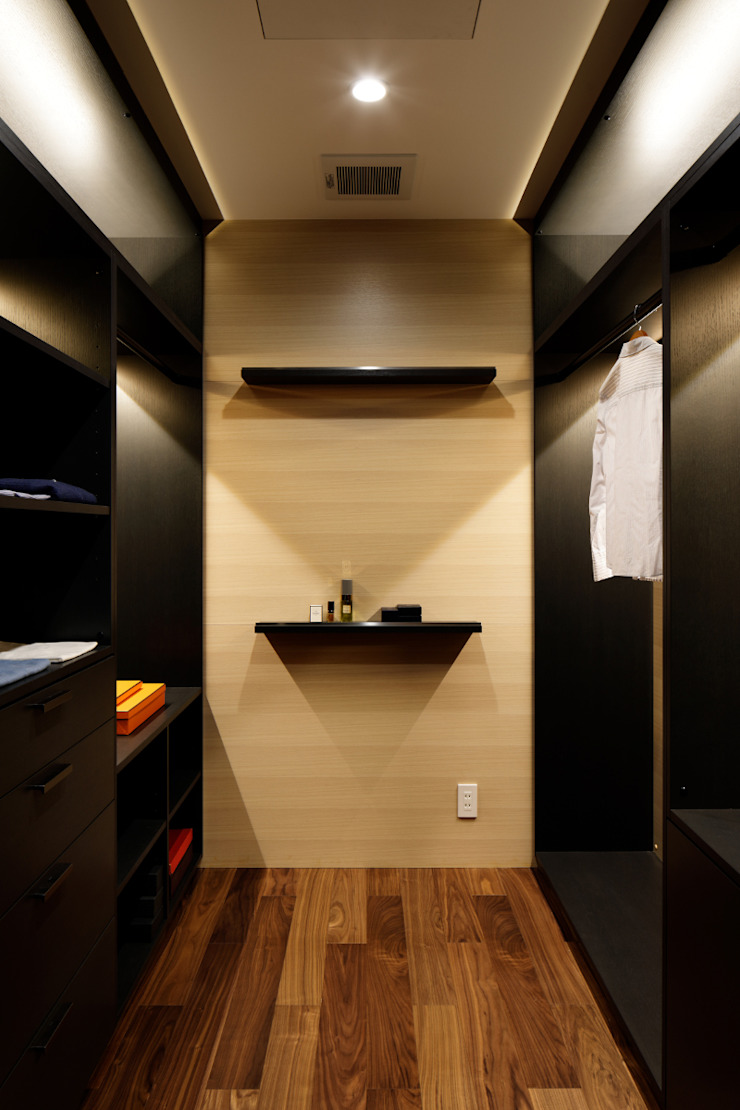 Classic style dressing room by atelier137 ARCHITECTURAL DESIGN OFFICE Classic Wood Wood effect