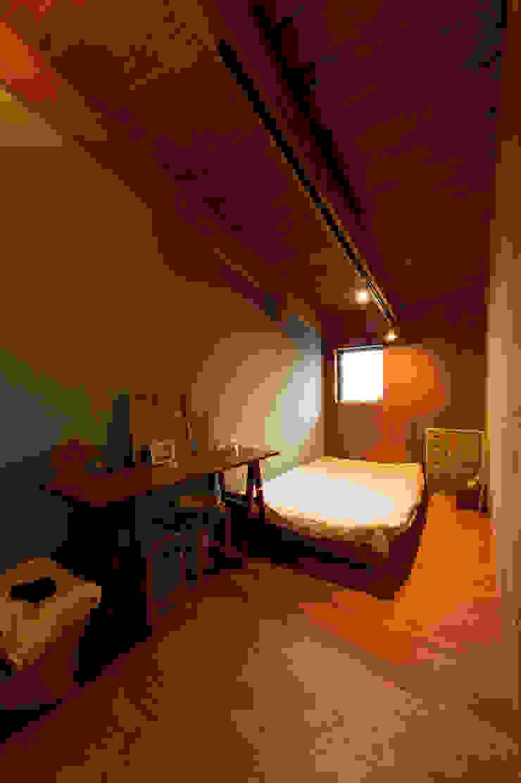 Takeru Shoji Architects.Co.,Ltd Eclectic style bedroom