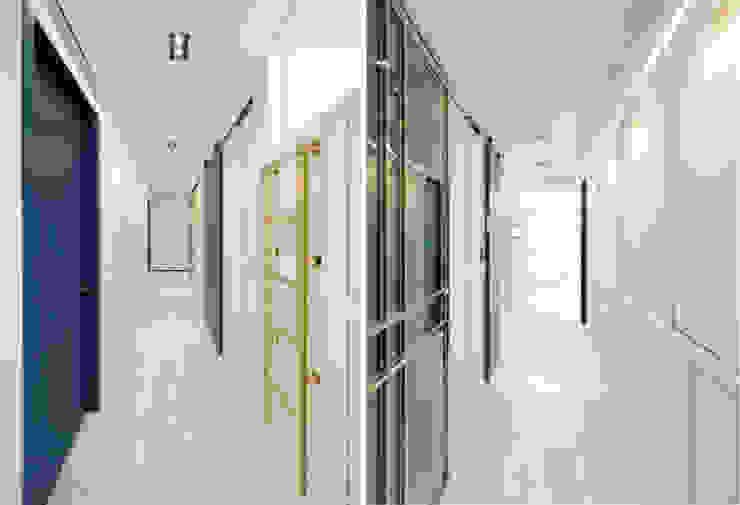 골드 컨셉, 인천 만수동 상가주택 인테리어 에클레틱 복도, 현관 & 계단 by 디자인 아버 에클레틱 (Eclectic)