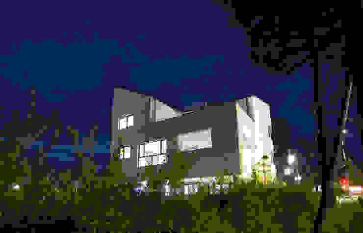 삼지붕집 모던스타일 주택 by 하우스플래너 모던