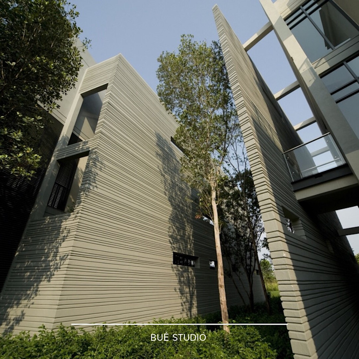 Private Residence @ Malaysia: ผสมผสาน  โดย Bue Studio Co.,Ltd., ผสมผสาน