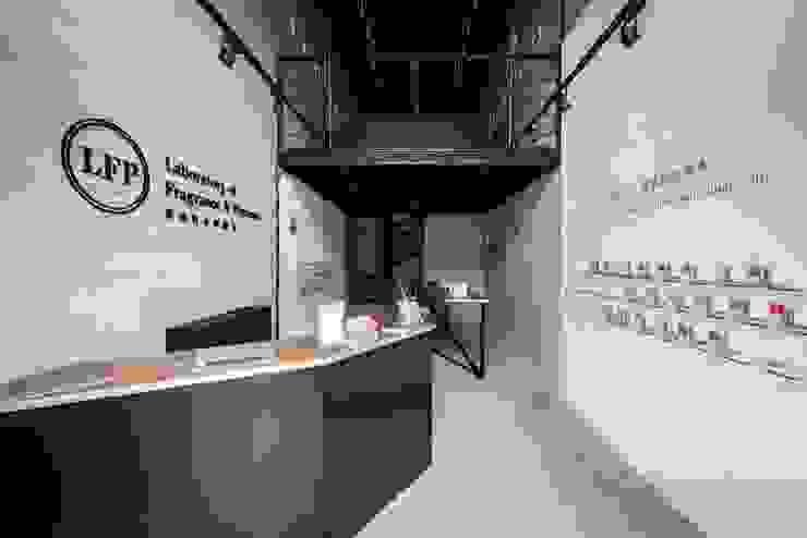 Perfume Showroom_LFP香水香料實驗室 根據 有偶設計 YOO Design 工業風