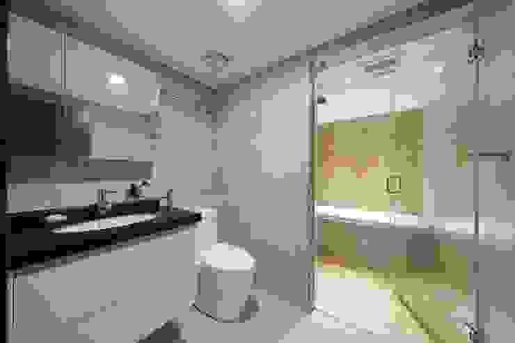 Boy To Man 現代浴室設計點子、靈感&圖片 根據 有偶設計 YOO Design 現代風