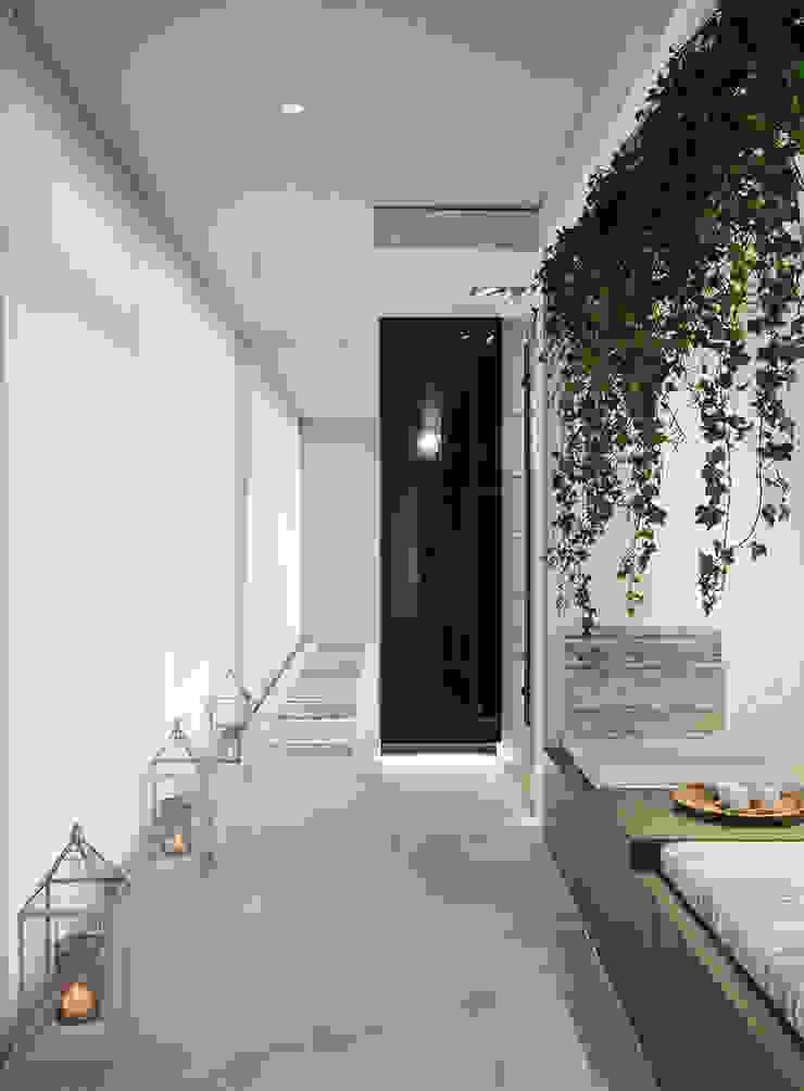 Wonder Wall - Jardins Verticais e Plantas Artificiais Koridor & Tangga Modern