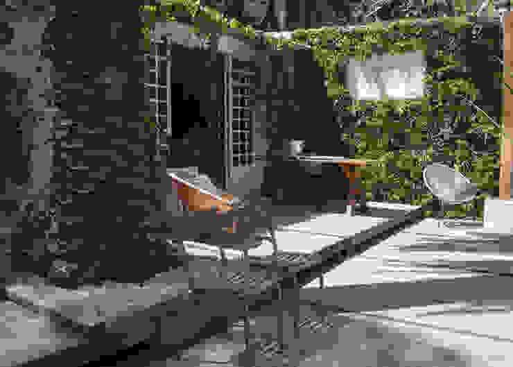 Balcones y terrazas modernos de Wonder Wall - Jardins Verticais e Plantas Artificiais Moderno