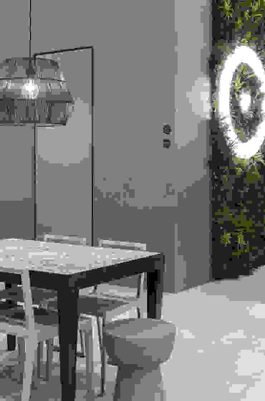 Wonder Wall - Jardins Verticais e Plantas Artificiais Balkon, Beranda & Teras Modern
