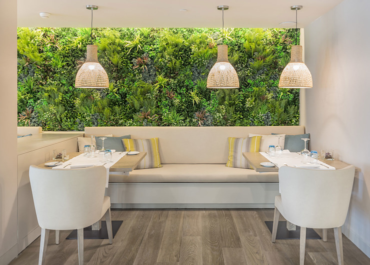 Fusion Lake Resort: Salas de jantar  por Wonder Wall - Jardins Verticais e Plantas Artificiais,