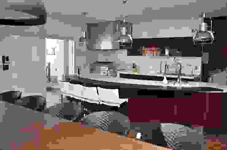 Cocinas de estilo moderno de Andréa Generoso - Arquitetura e Construção Moderno Madera Acabado en madera