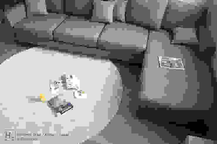 SECONDstudio Ruang Keluarga Minimalis Beton Grey