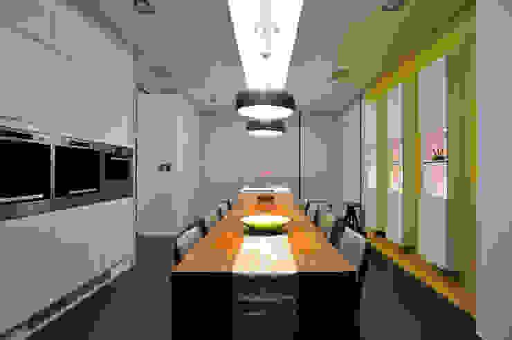 黃耀德建築師事務所 Adermark Design Studio Comedores de estilo minimalista