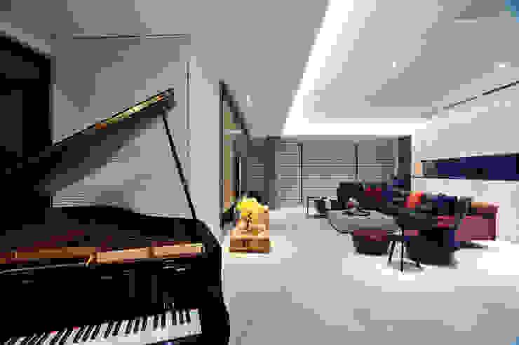 黃耀德建築師事務所 Adermark Design Studio Salones de estilo minimalista